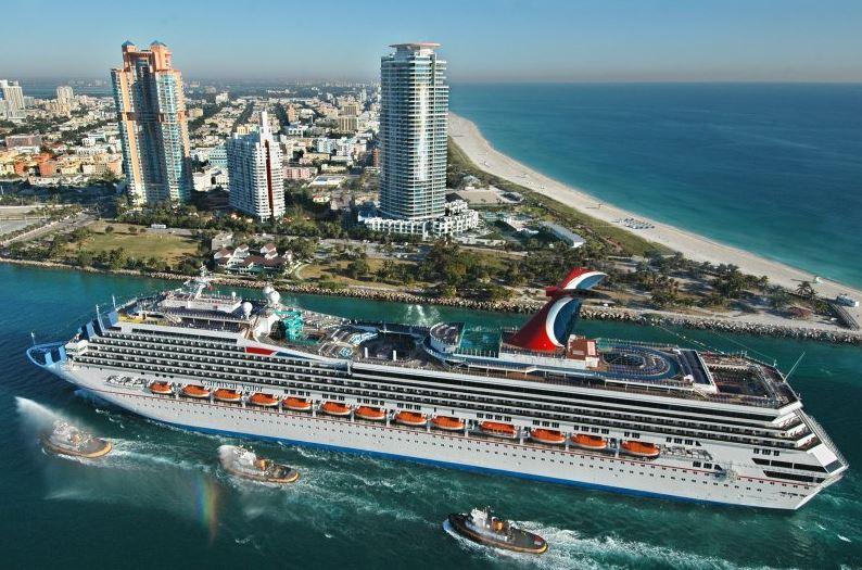 Круизный лайнер в Майами США